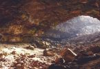 Grotte éclairée par le soleil